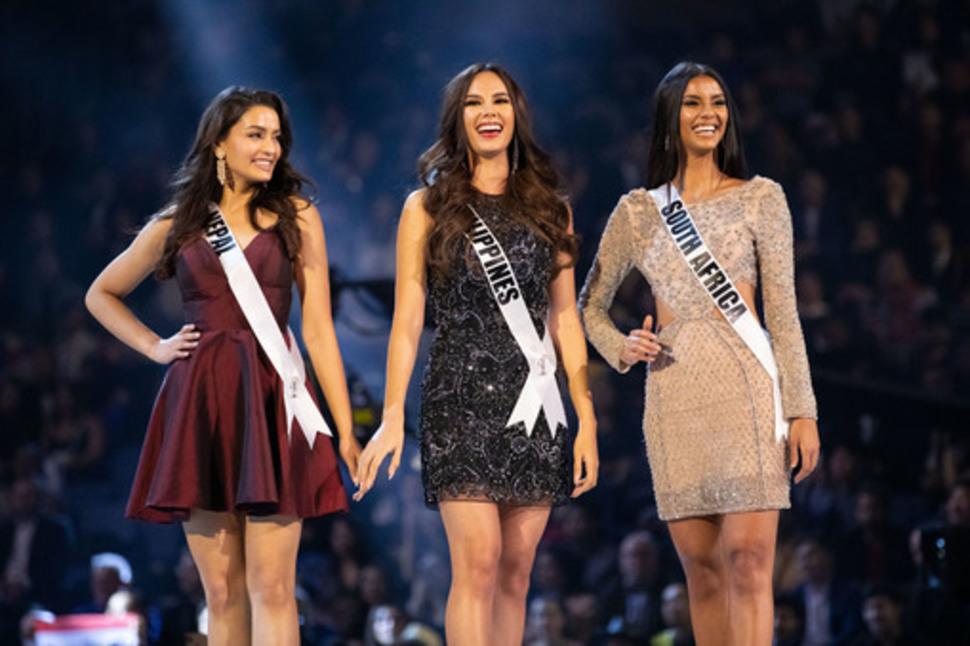 菲律宾摘下2018环球小姐后冠